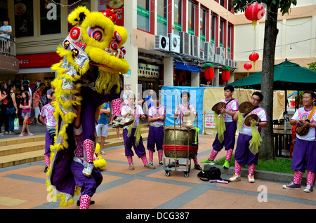 Dance troupe performs Chinese lion dance, Singapore - Stock Photo