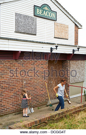 Nottingham, UK. 17th Aug, 2013. Work starts on rejuvenating a derelict pub for the community uise. The Beacon - - Stock Photo