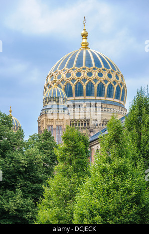 golden dome of synagogue oranienburger strasse berlin. Black Bedroom Furniture Sets. Home Design Ideas