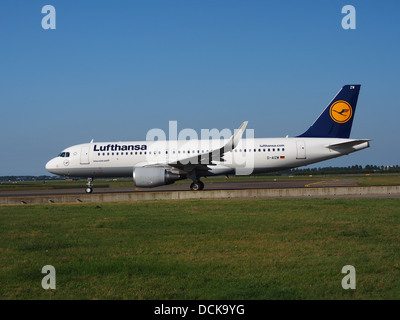 D-AIZW Lufthansa Airbus A320-214(WL) - cn 5694 taxiing 18july2013 pic-003 - Stock Photo
