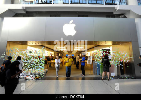 Apple fans mourn the death of Apple Inc. founder Steve Jobs at Apple Store in Toronto's Eaton Centre.  Toronto, - Stock Photo