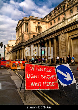 London,UK. 20th August 2013. Temporary traffic lights turn green outside of a sunkissed Bank of England on 20 August - Stock Photo