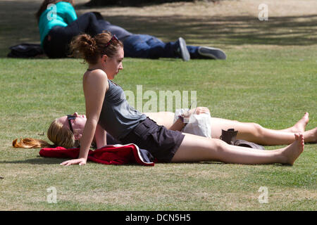 Hyde Park, London, UK. 20th August 2013. People sunbathing in Hyde Park as Londoners enjoy the sunshine and warm - Stock Photo