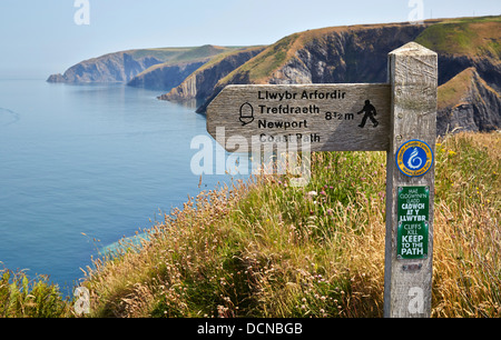 Waymarker on the South Wales coast path between Cardigan and Newport in Ceredigion - Stock Photo