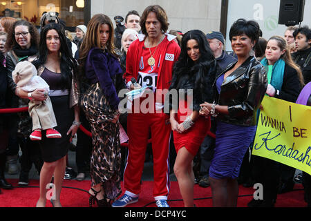 (L-R) Melissa Francis, Jenna Wolfe, Lester Holt, Amy Robach and Janice Huff as the Kardashians filming for the NBC - Stock Photo