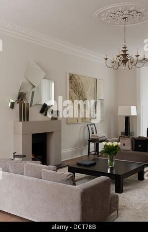 Neutral decoration in living room19th century Kensington - Stock Photo