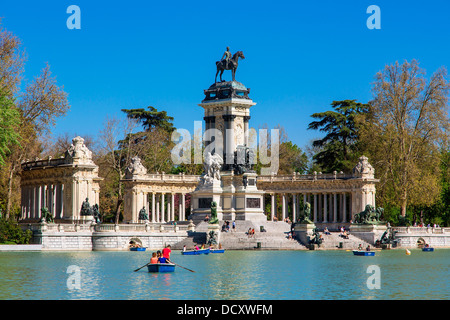 Madrid spain europe spanish retiro calle de alfonso xii ac for Parque del retiro madrid