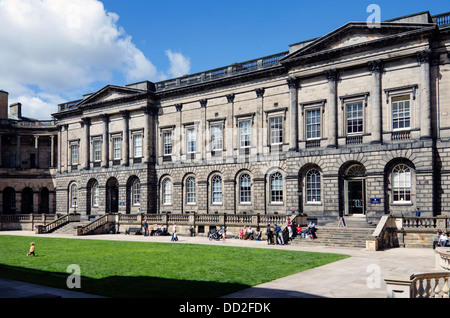 The Quad of Old College, part of the University of Edinburgh. Designed by Robert Adam and begun in 1789 - Stock Photo