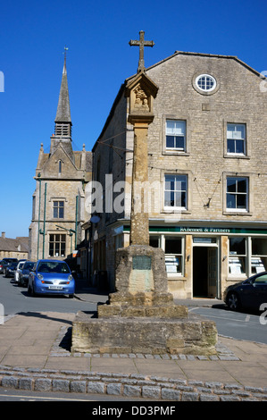The Market Cross in the Square at Stow-on-the-Wold, Gloucestershire, England. - Stock Photo