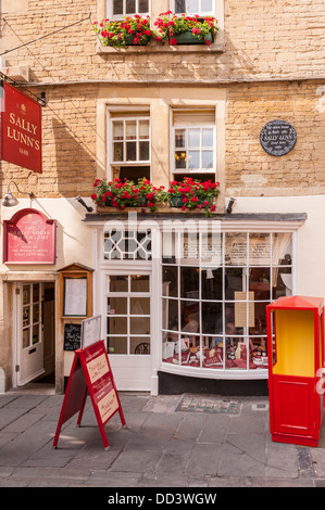 The famous Sally Lunn's tea rooms (oldest house in Bath 1482) where Sally Lunn lived in 1680 in Bath , Somerset - Stock Photo