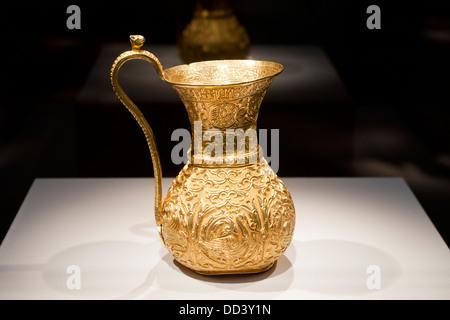 Antique Iranian gold ewer - 10th century CE - Stock Photo
