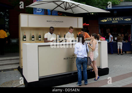 Flushing, Queens, New York, USA. 26th Aug, 2013. August 26, 2013: Fans take a break for some Moet Champagne during - Stock Photo