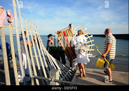Newhaven, Sussex, UK. 26 Aug, 2013. Local residents from Newhaven angry at the closure of the access to the West - Stock Photo