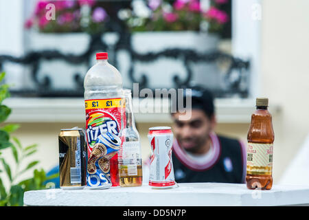 London, UK. 26th Aug, 2013. Rubbish is just left in the streets to be cleared up later. Notting Hill Carnival, London, - Stock Photo