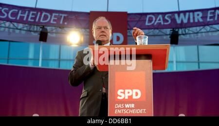 Kiel, Germany. 27th Aug, 2013. SPD chancellor candidate Peer Steinbrueck speaks during an election campaign event - Stock Photo