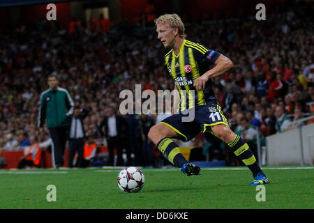London, UK. 27th Aug, 2013. Fernerbache's Dirk Kuyt during the UEFA Champions League Qualification round match between - Stock Photo