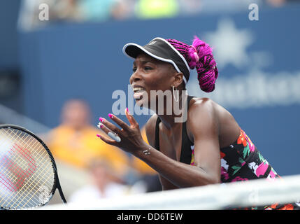 New York, USA. 26th Aug, 2013. Venus Williams ( USA ) reacts during the first round of the US Open at the Billie - Stock Photo