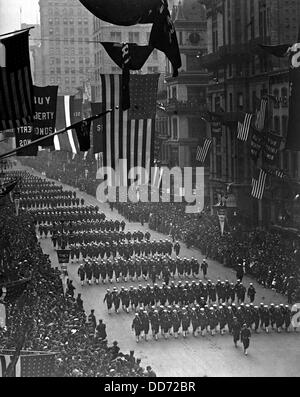 Fourth Liberty Loan Parade during World War I. Sailors from Pelham Bay Naval Training Station marching down Fifth - Stock Photo