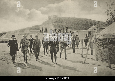Kaiser Wilhelm II visiting the Dardanelles fortifications in 1915. Kaiser, 2nd from left, walks with generals of - Stock Photo