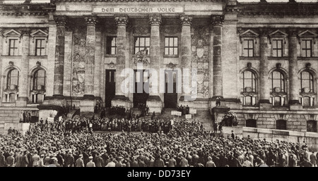 Berlin protest at the Reichstag against the Treaty of Versailles. 1919. (BSLOC_2012_4_199) - Stock Photo