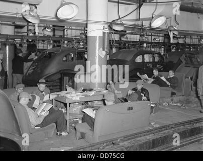 Sit-down strikers in the General Motors Fisher body factory #3 in Flint, Michigan. 1933. The United Automobile Workers - Stock Photo