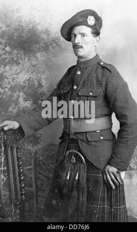 Great War highland soldier in kilt and bonnet - Stock Photo