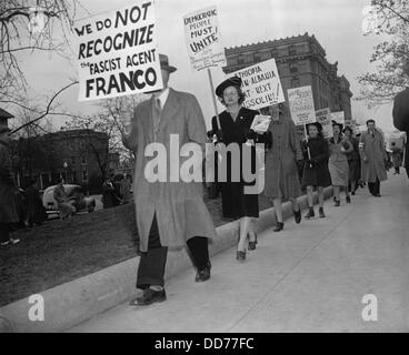 Italian Embassy picketed by peace-democracy group, April 8, 1939. The group protested Fascist and Nazi conquests - Stock Photo