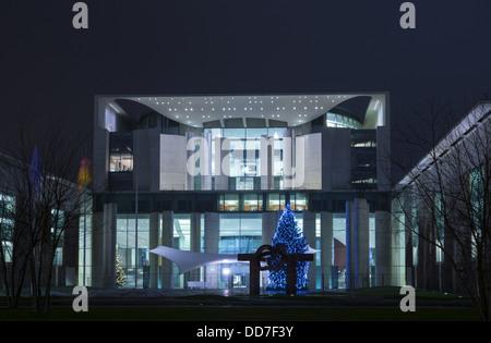 Weihnachtsbaum vor dem Neuen Bundeskanzleramt, Berlin, Deutschland - Stock Photo