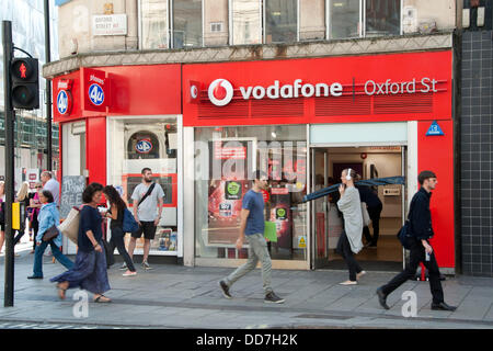 London, UK. 28th Aug, 2013. The Vodafone shop on Oxford Street. On the 29th of August Vodafone launches its 4G service - Stock Photo
