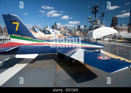 FIGHTER JET FLIGHT DECK INTREPID SEA AIR AND SPACE MUSEUM MANHATTAN NEW YORK CITY USA - Stock Photo