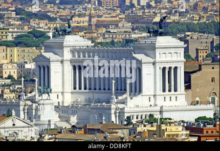 huge Vittoriano monument dedicated to Vittorio Emanual II King of Italy in Rome - Stock Photo