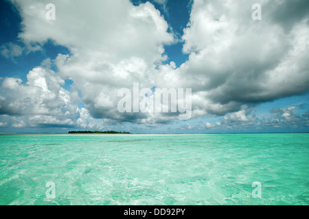 Cook Islands, Aitutaki island Lagoon, view of Motu Maina atoll from the Ocean - South Pacific Ocean - Stock Photo