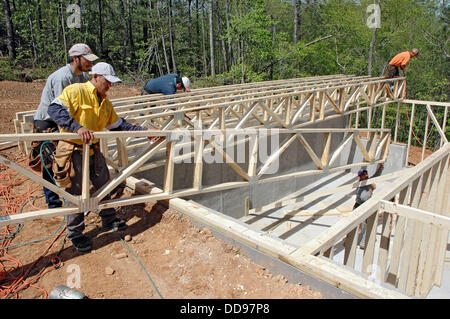 Rough framing crew from Mexico and Guadamala working in Atlanta USA ...