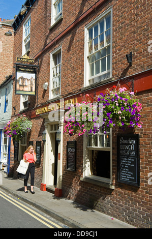 Exterior of THE HOLE IN THE WALL traditional pub in the city centre of York North Yorkshire England UK - Stock Photo