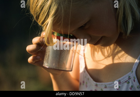 Child, loupe, magnifier, Junge, Kind beobachtet Insekt in Becherlupenglas, Becherlupe, Lupe - Stock Photo
