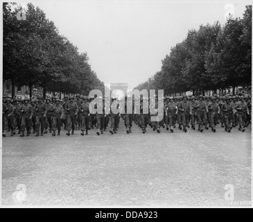 WWII, Europe, France, Paris, American Soldiers in the victory parade - - 195888 - Stock Photo