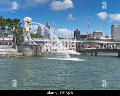 dh Marine Bay DOWNTOWN CORE SINGAPORE Merlion statue fountain Merlion Park waterfront - Stock Photo