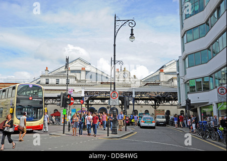 Buses taxis and pedestrians outside Brighton Railway Train Station UK - Stock Photo