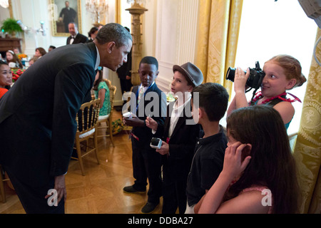 US President Barack Obama greets young reporters at the the Kids' State Dinner in the East Room of the White House - Stock Photo
