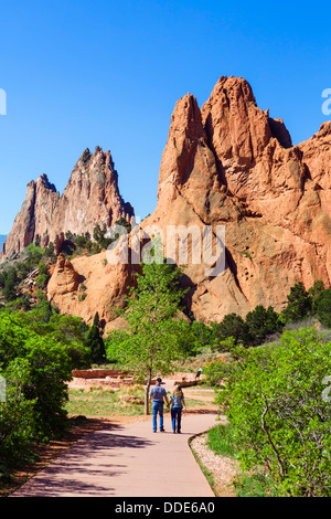 Walkers in the Garden of The Gods public park, Colorado Springs, Colorado, USA - Stock Photo