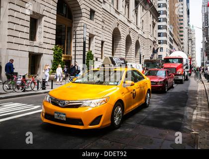 New York Yellow taxi cab, Manhattan, New York City, USA. - Stock Photo