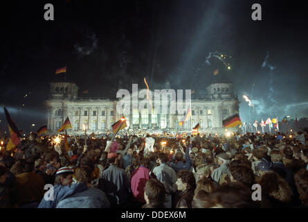 About one million people celebrated German Unity in Berlin in the night to 03 October 1990 with fireworks, flags - Stock Photo