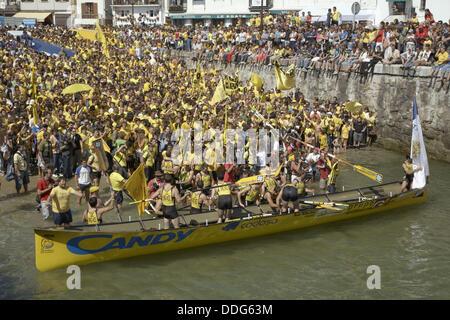 ´Trainera´ rowboat from Orio, boat race in La Concha bay, San Sebastian (Donosti), Guipuzcoa (Gipuzkoa), Basque - Stock Photo