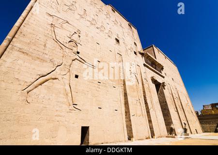 Main entrance of Edfu Temple showing the first pylon. Edfu, Egypt - Stock Photo