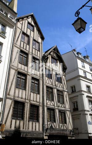 France, Paris 75  Oldest parisian buildings, from the 15th century, rue François Miron in Marais - Stock Photo