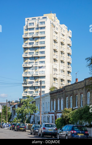 Tower Block, High Rise Living, Pinter House, Rhodesia Road, Lambeth, London - Stock Photo
