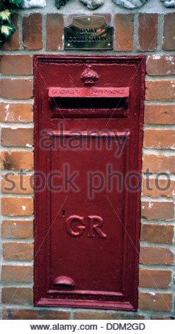 'GR' post box, Thurston, Norfolk.  Artist: Dorothy Burrows - Stock Photo