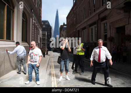"""London, UK. Wednesday 4th September 2013. Urgent action in planned to """"cover up"""" the Walkie Talkie skyscraper in - Stock Photo"""