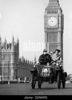 1903 De Dion on the London to Brighton Run with Big Ben behind, London. - Stock Photo