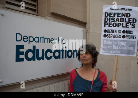 London, UK. 4th September 2013. DPAC (Disabled People Against Cuts) protest to highlight inequality for people with - Stock Photo